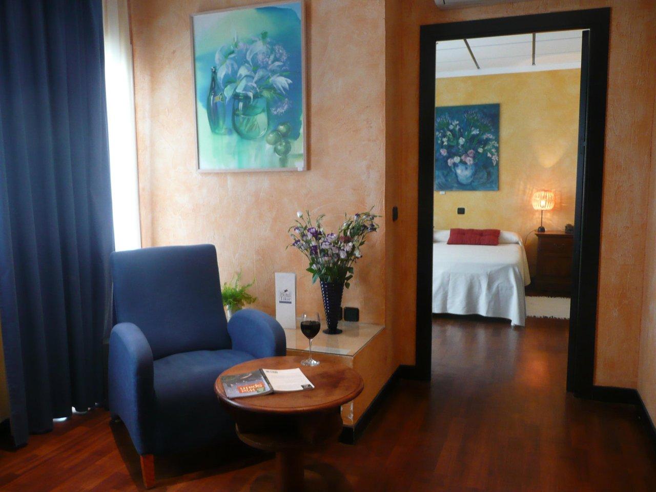 http://www.hoteltikar.com//wp-content/uploads/2017/01/suite-junior-102-tikar.jpeg