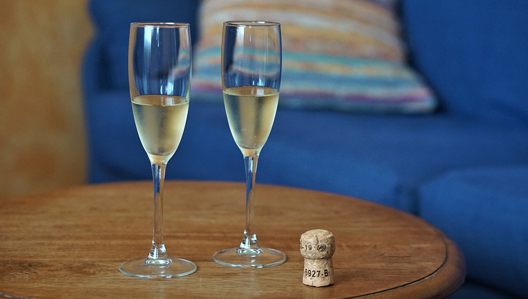 glasses of cava-room-101-hotel-tikar